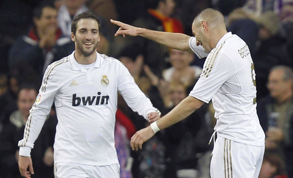 Foto: En la imagen, Gonzalo Higuaín junto a Benzema durante un partido del Real Madrid. (EFE)