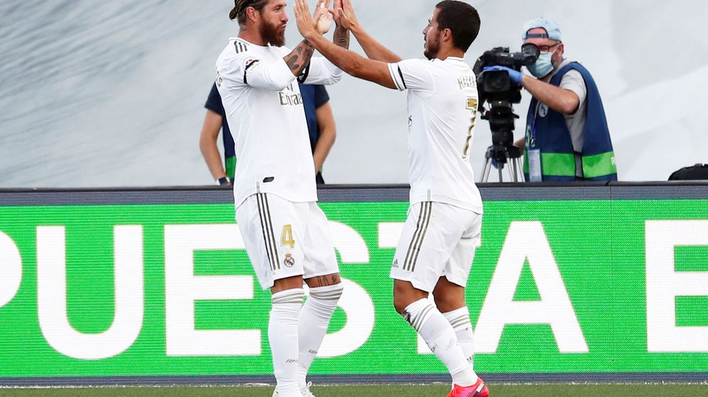 Foto: Sergio Ramos y Eden Hazard celebran el gol del capitán del Real Madrid al Eibar. (Efe)