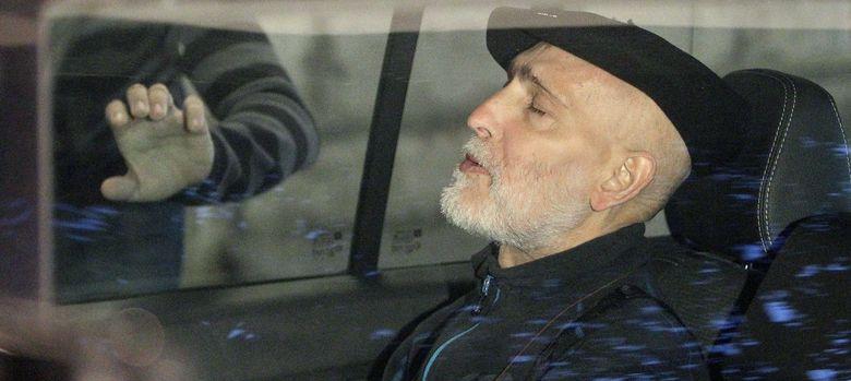 Foto: El preso de ETA enfermo de cáncer Iosu Uribetxebarria Bolinaga tras salir del Hospital Donostia. (EFE)