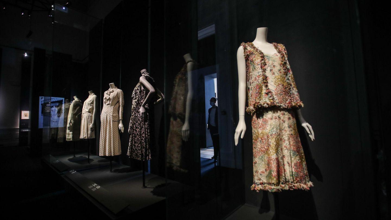Creaciones de Gabrielle Chanel en la exposición del Galliera. (EFE)