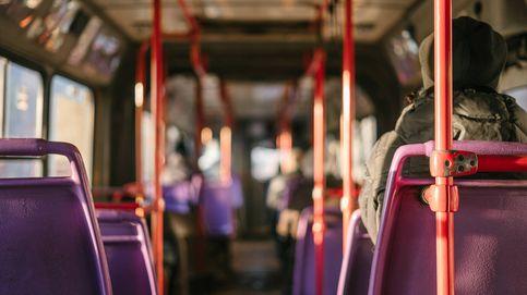 Se pone de parto en un autobús y el chófer la lleva al hospital con todos los pasajeros