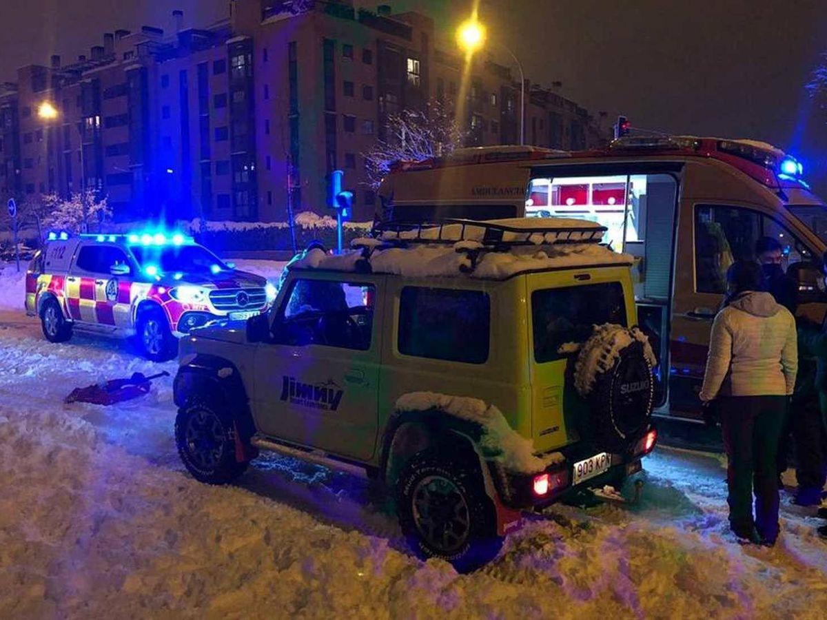 Foto: Uno de los 4x4 voluntario colabora con la policía y las ambulancias en el traslado de enfermos.