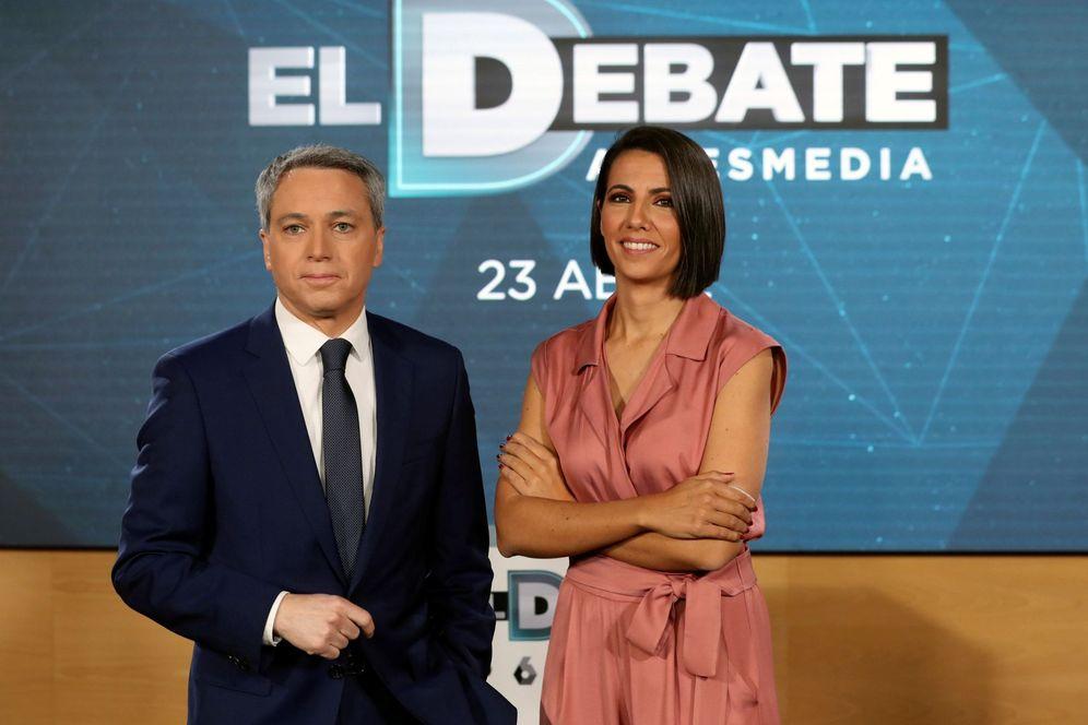 Foto: Ana Pastor y Vicente Vallés, el pasado 12 de abril en la presentación del debate a cinco. (EFE)