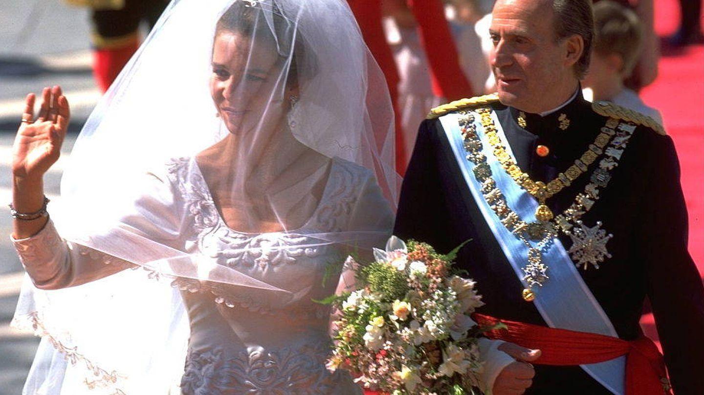 La Infanta Elena y el rey Don Juan Carlos el día de su boda (Getty Images)