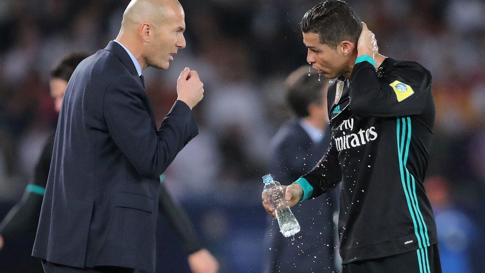 Foto: Zidane y Cristiano, en el partido contra el Al Jazira. (Reuters)