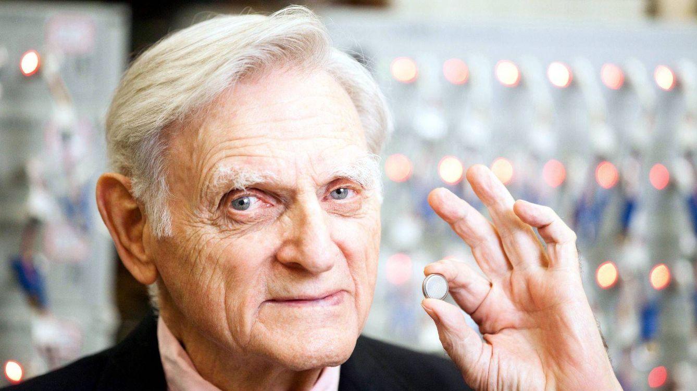 El padre de la batería de ion de litio sigue mejorando su invento a pesar de sus 94 años