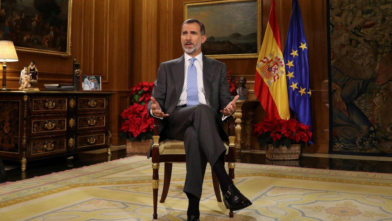 Foto: Felipe VI durante el tradicional discurso de Nochebuena en el Palacio de la Zarzuela. (EFE)