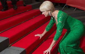 El tropiezo de Helen Mirren en la alfombra roja de la Berlinale