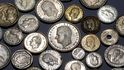 Cientos de pesetas escondidas en busca de tasador