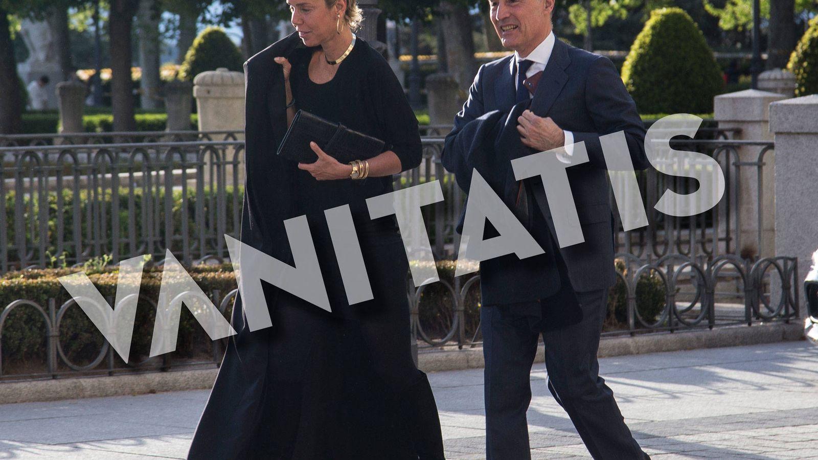 Foto: Rafael del Pino y la italiana Jacaranda Caracciolo, a su llegada al Teatro Real. (José Martín)