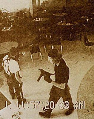 Foto: Se cumplen diez años de la matanza de Columbine
