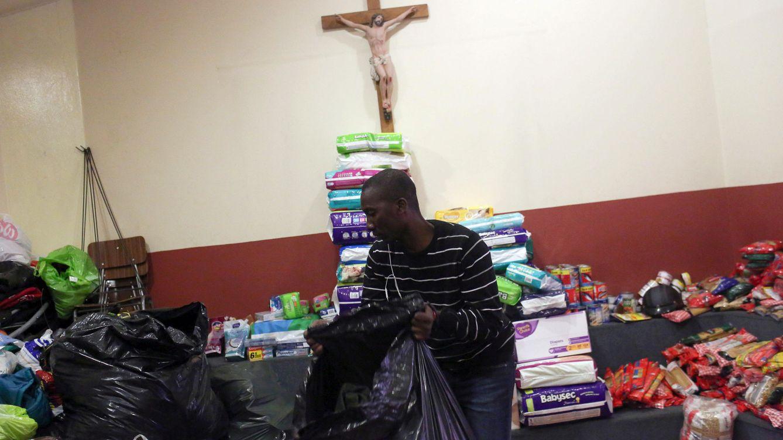 Foto: Toussaint Richenord, un haitiano que vive en Chile, en un banco de alimentos en Santiago, Chile. (Reuters)