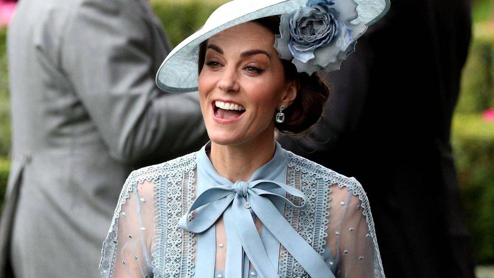 No es un sueño: el famoso vestido azul de plumeti de Kate Middleton por 21 euros