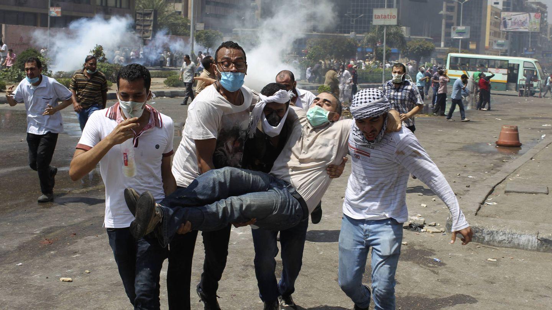 Partidarios del islamista Mohamed Morsi protestan en la plaza de Rabaa, en 2013. (Reuters)