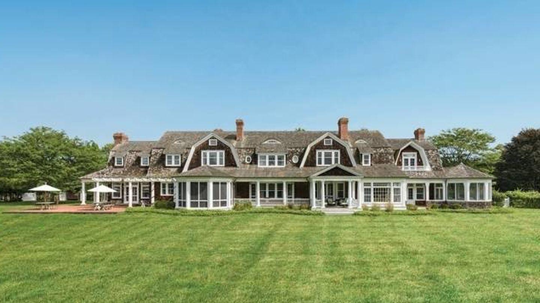 Fachada frontal de la nueva casa de Marie-Chantal y Pablo de Grecia en los Hamptons. (NY State MLS)