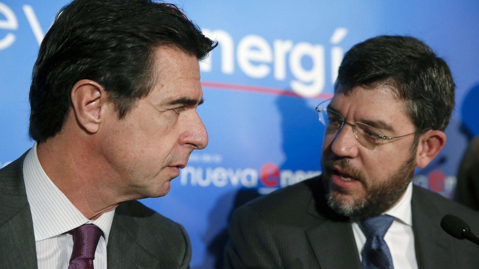 Foto: El exministro de Industria y Energía José Manuel Soria, junto a Alberto Nadal, exsecretario de Estado de Energía. (EFE)