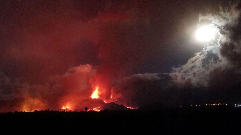 La erupción en una imagen tomada con dron. (Nacho Doce/Reuters)