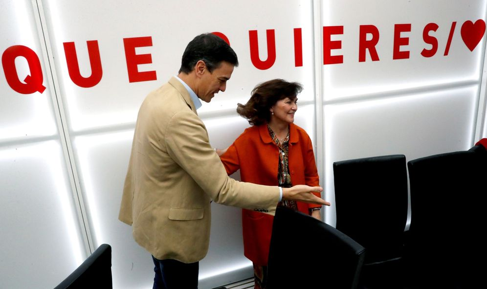 Foto: Pedro Sánchez y la vicepresidenta en funciones, Carmen Calvo, el pasado 29 de abril en Ferraz. (EFE)