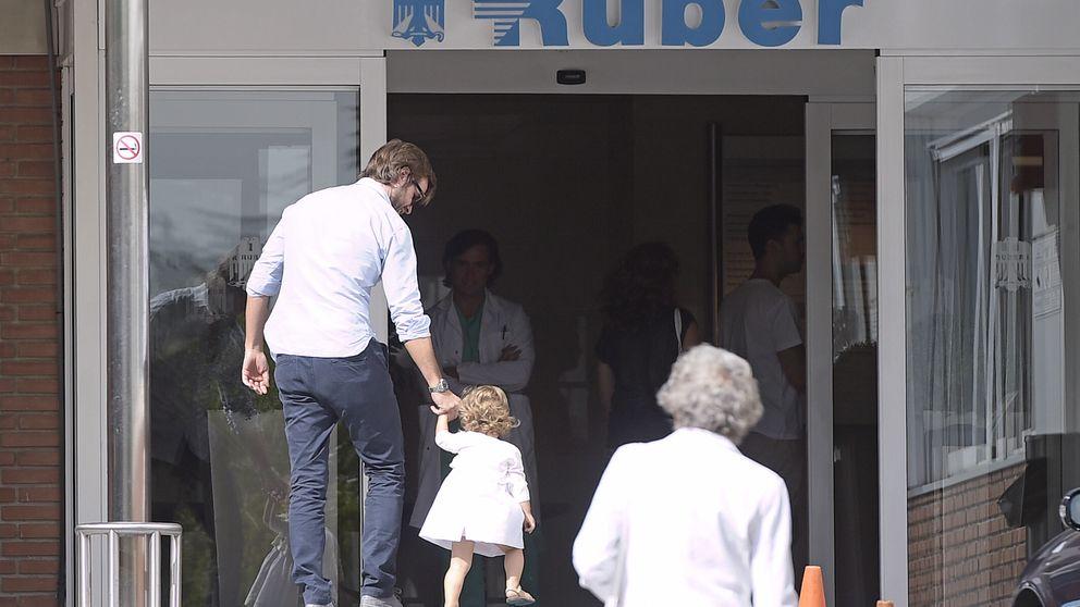 Rosauro Varo lleva a su hija Olivia al hospital para conocer a su hermano