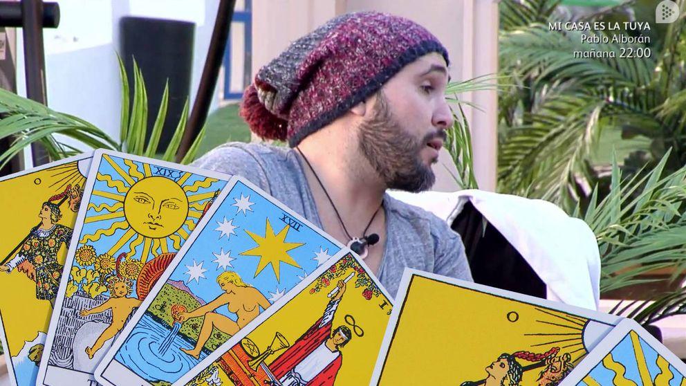 Kiko Rivera aprovecha 'GH ' para que le lean las cartas del tarot