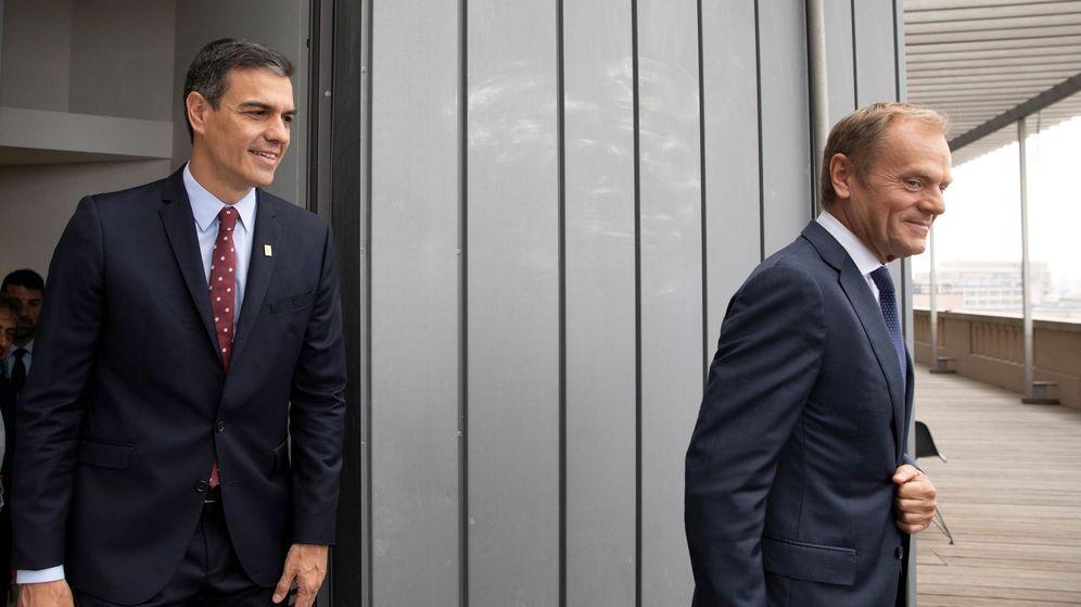Foto: El presidente del Gobierno en funciones, Pedro Sánchez, junto al presidente del Consejo Europeo, Donald Tusk. (Reuters)