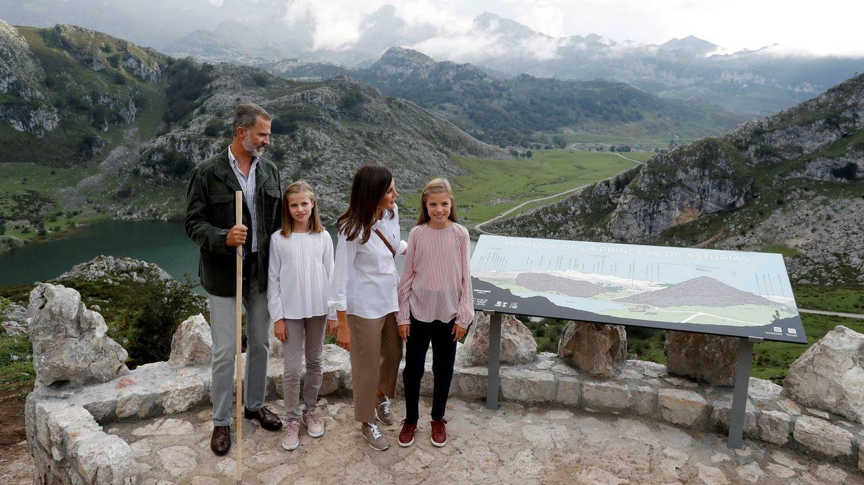 Los Reyes, con sus hijas en los Picos de Europa. (Getty)