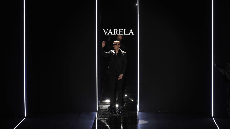 Foto: Felipe Varela tras su puesta en escena sobre la pasarela (Gtres)