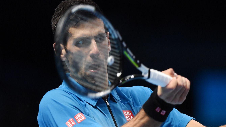 Djokovic arrasa a Nishikori y mete miedo en el comienzo de la Copa de Maestros