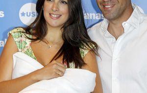 Foto: Nuria Fergó presenta a su hija, Martina