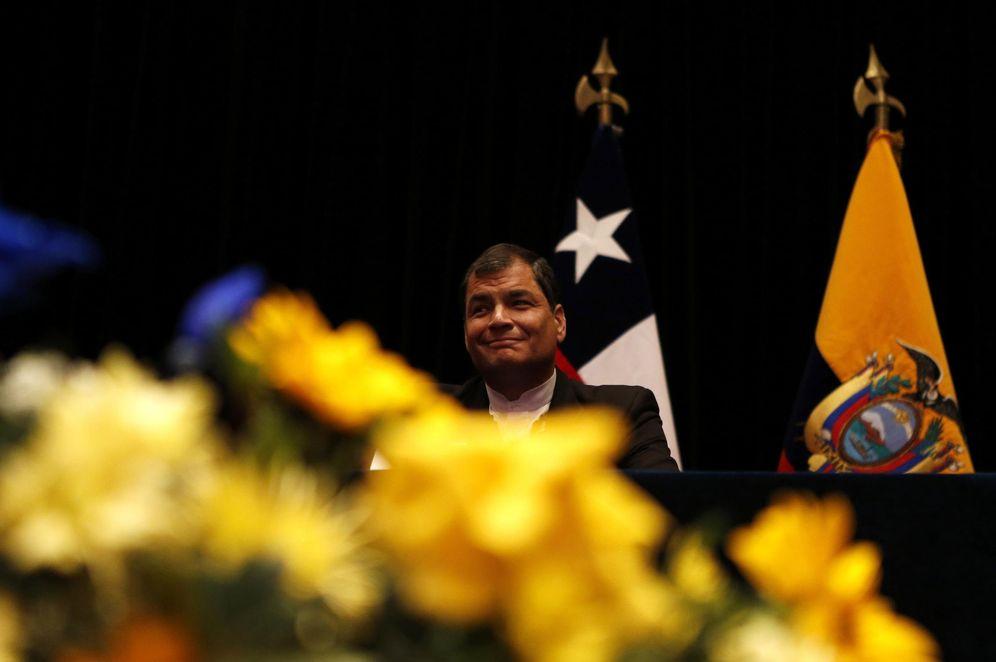 Foto: El presidente de Ecuador, Rafael Correa, durante una ceremonia en la que recibe un doctorado honoris causa, en Santiago, el 14 de mayo de 2014 (Reuters).