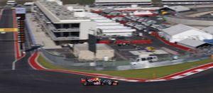 Foto: El 'sheriff' Sebastian Vettel tiene bajo control a Fernando Alonso en Austin