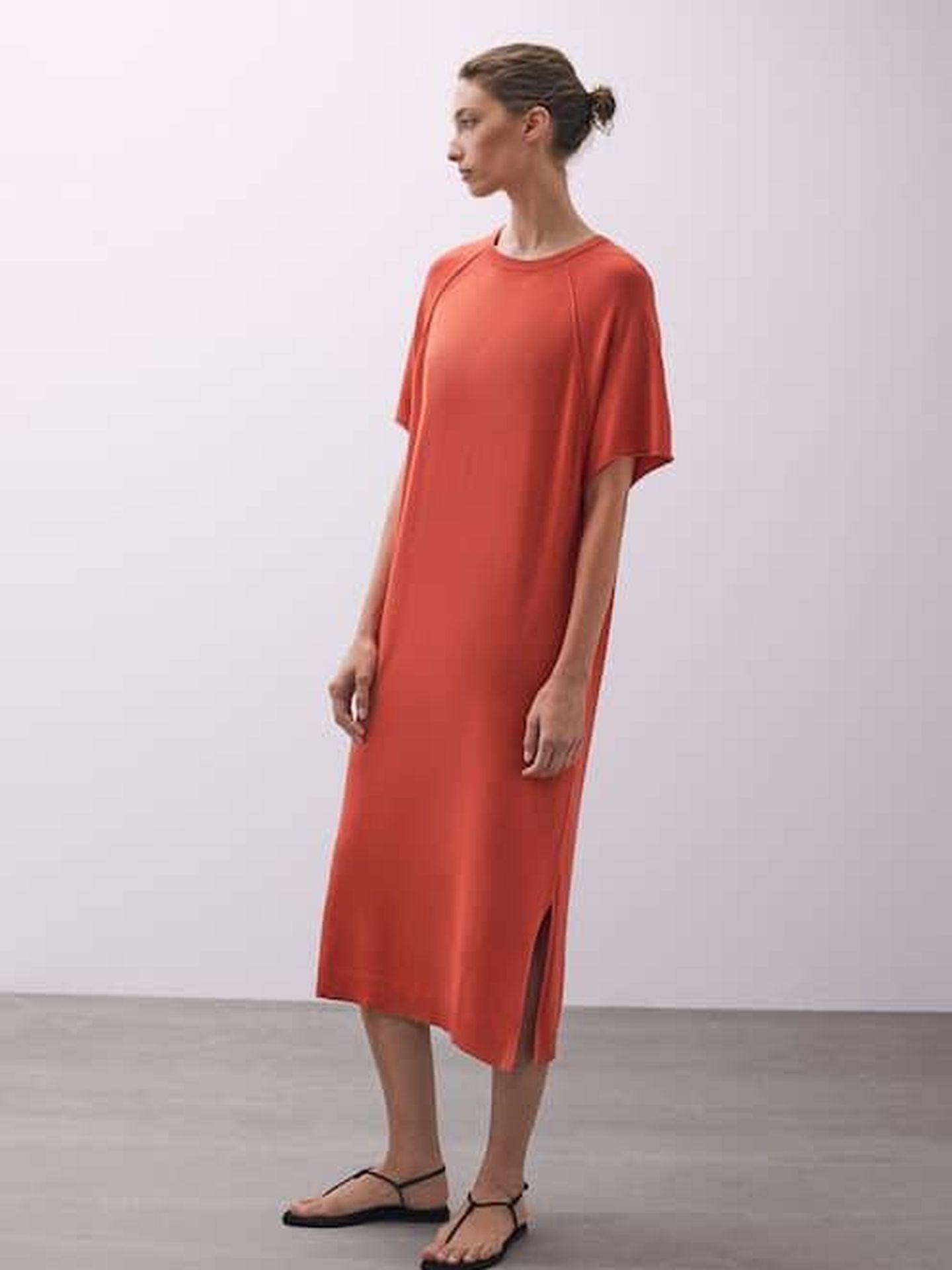 Acierta con este vestido de Massimo Dutti. (Cortesía)