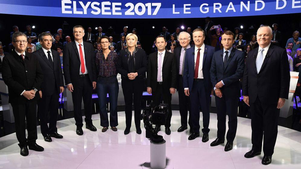 Foto:  Los candidatos a las elecciones presidenciales francesas posan antes de un debate electoral. (Reuters)
