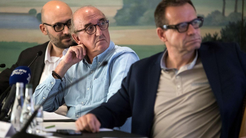 El presidente del grupo multimedia de comunicación Mediapro, Jaume Roures (c),y el director de Comunicaciones de Mediapro, Oliver Seibert (d)