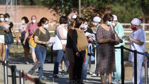 Largas colas y quejas de profesores en las pruebas covid-19 de Leganés (Madrid)