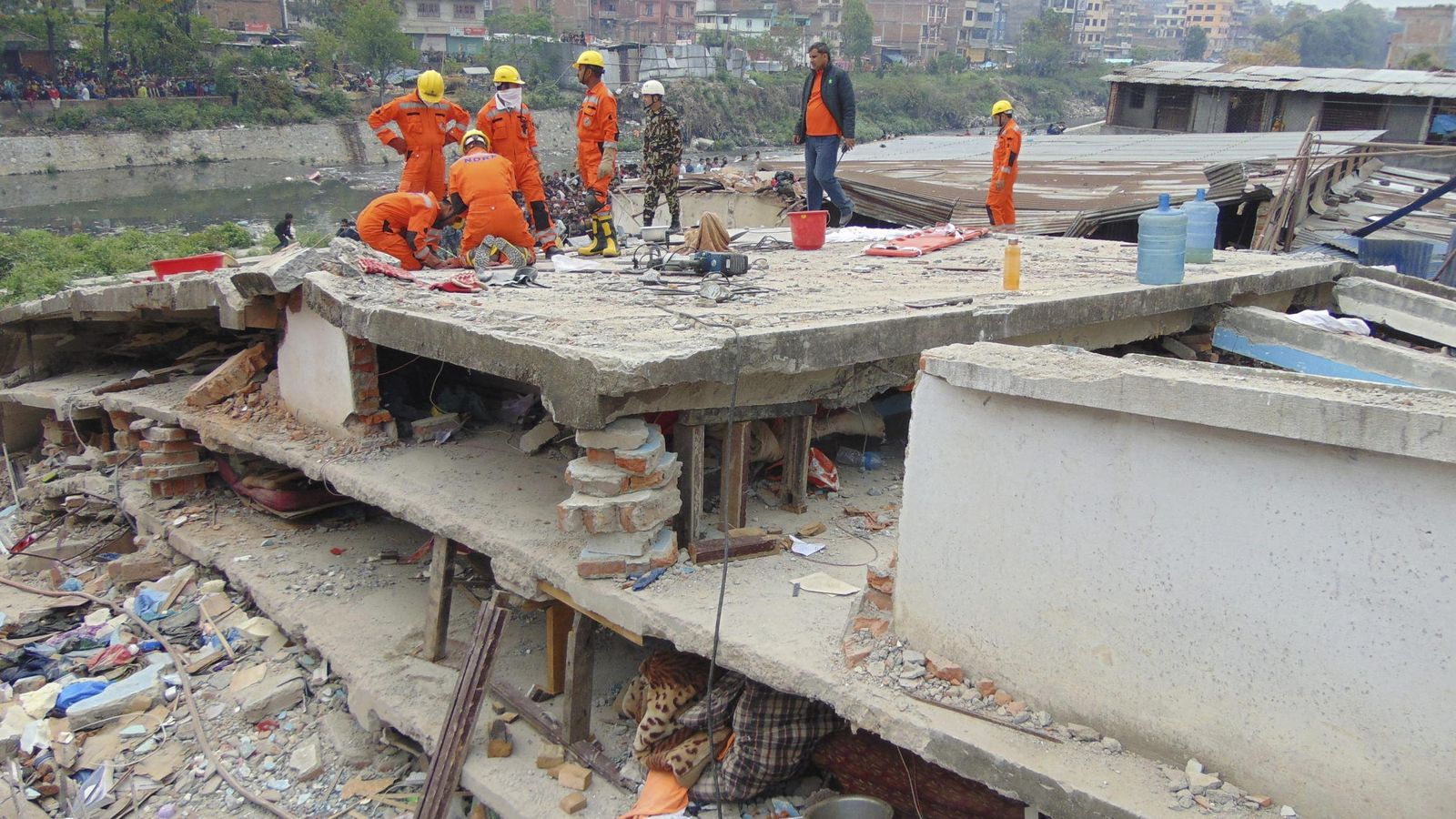 Foto: Operaciones de rescate en Nepal. (EFE)