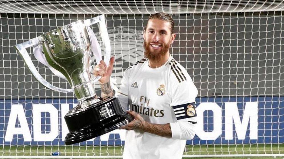 Foto: Sergio Ramos con el trofeo de La Liga número 34 del Real Madrid. (Real Madrid)