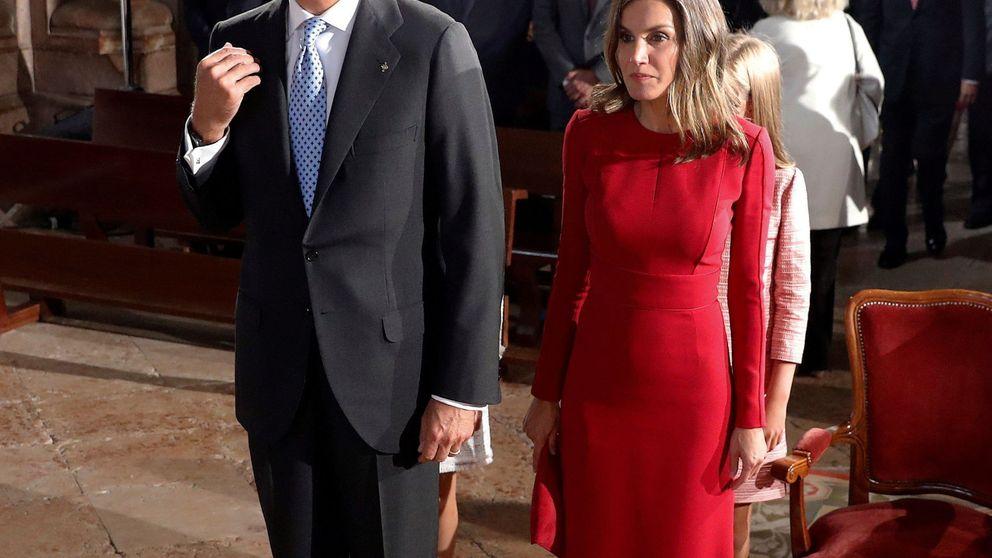 Las idas y venidas de la reina Letizia a la hora de santiguarse