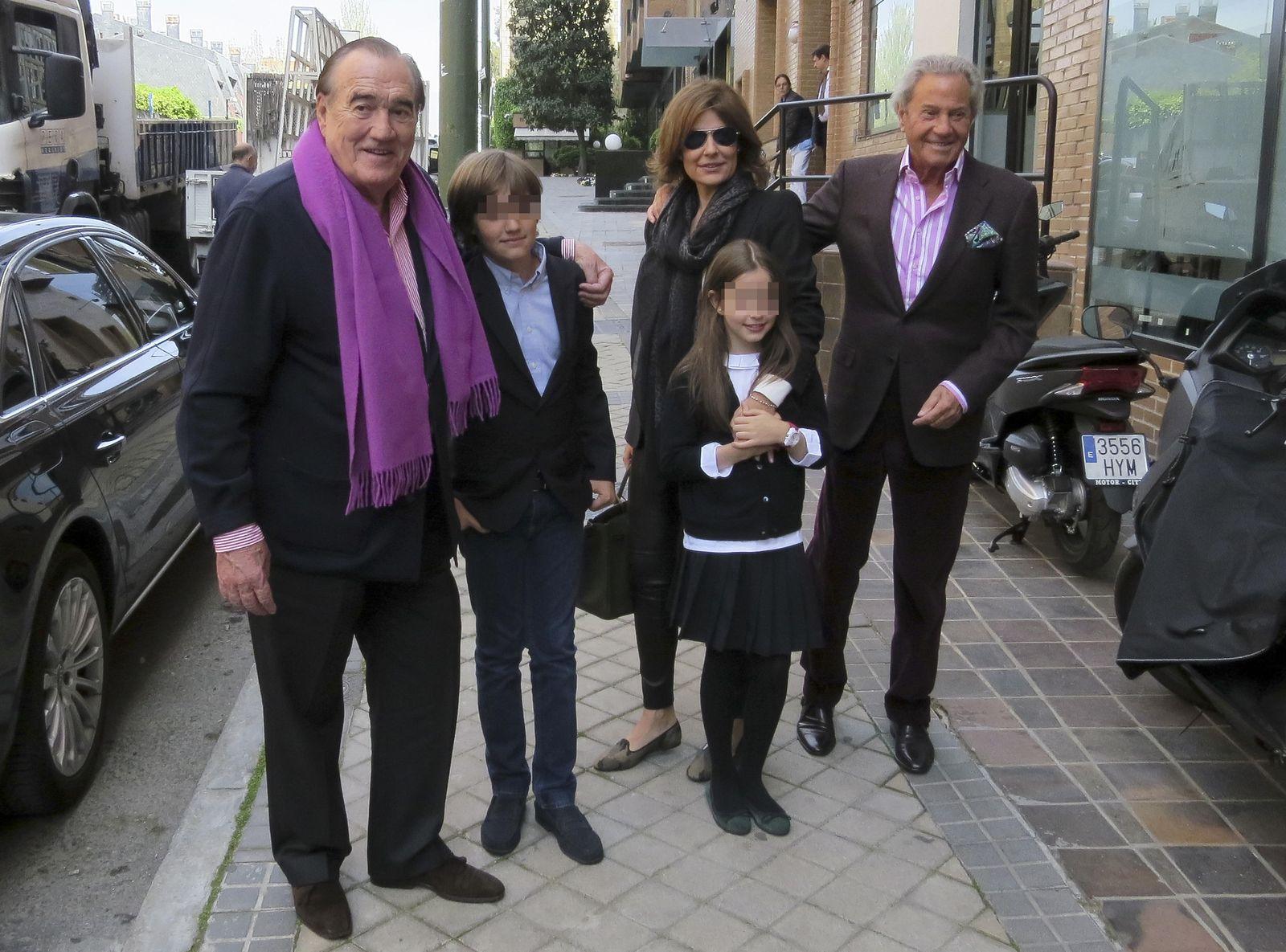 Nuria Gonz 225 Lez Celebra Su Cumplea 241 Os Rodeada De Familiares
