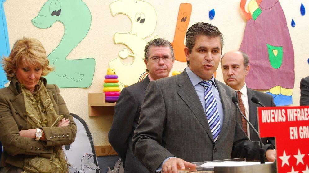 Foto: José Ramón Navarro Blanco, exalcalde de Griñón. Detrás, Francisco Granados.