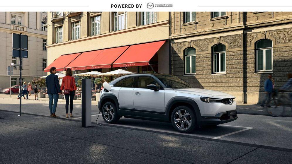 Foto: Mazda MX-30, el primer vehículo 100% eléctrico del fabricante nipón, es un todocamino.