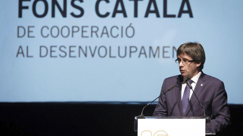 Foto: Carles Puigdemont, durante su intervención en la celebración del 30 aniversario del Fondo Catalán de Cooperación al Desarrollo en 2016. (EFE)