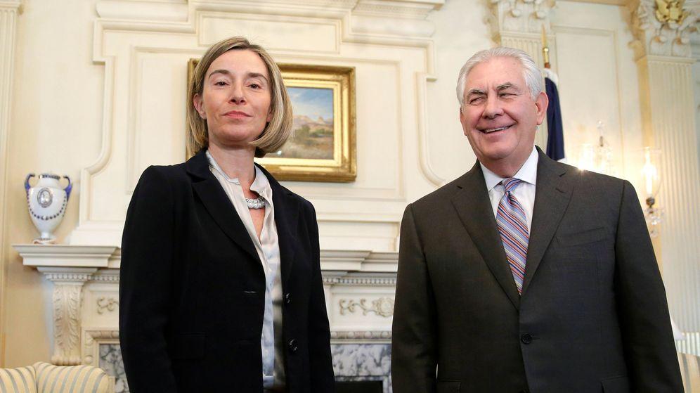Foto: Federica Mogherini, alta representante de la UE para la Política Exterior junto al secretario de Estado de EEUU, Rex Tillerson. (Reuters)