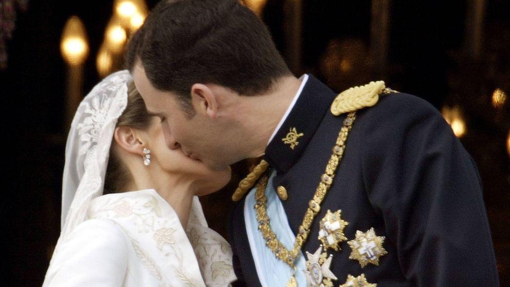 Día del Beso: el recatado (y criticado) de Felipe y Letizia en su boda y los demás