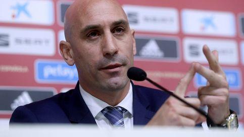 Rubiales hace bueno a Villar: su gestión es un circo y le crecen... los seleccionadores