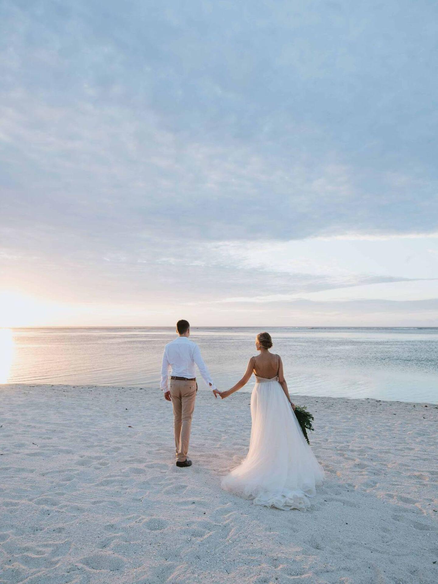 Cómo escoger el vestido de novia para una boda en la playa. (Focus Photography Mauritius para Unsplash)