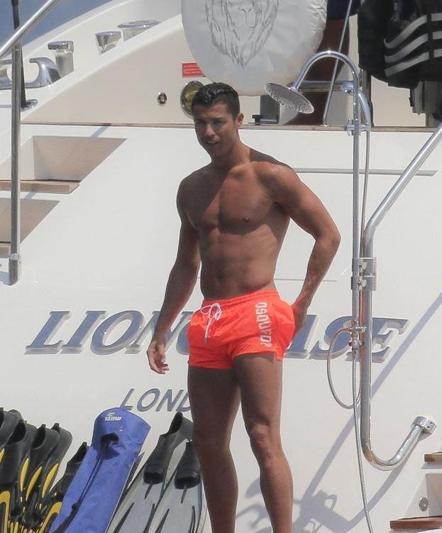 Foto: Cristiano Ronaldo disfrutando de Saint-Tropez a bordo de un yate