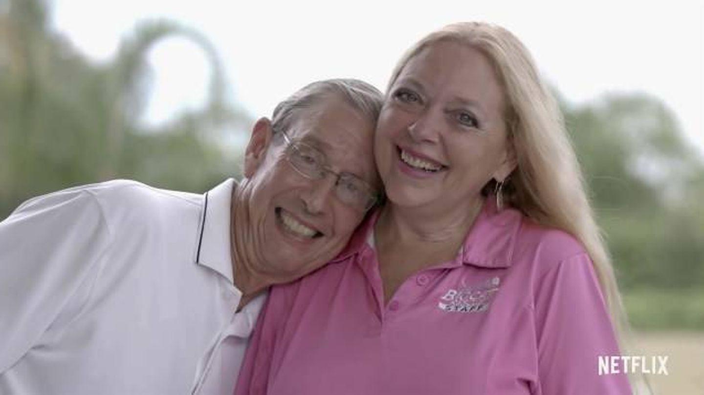 Carole Baskin y su marido. (Netflix)