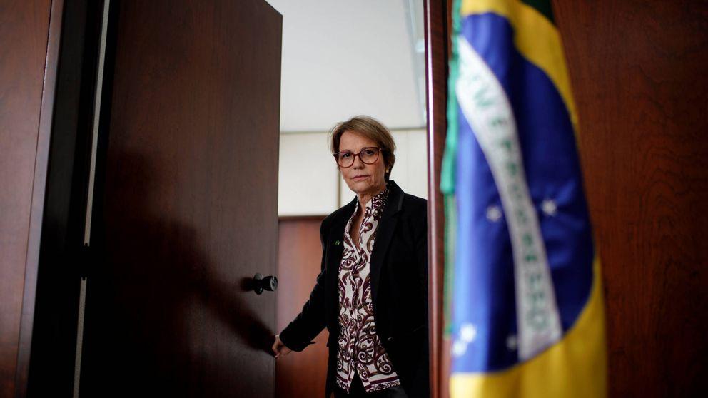 """Esta es la """"musa del veneno"""" que inunda Brasil de pesticidas"""
