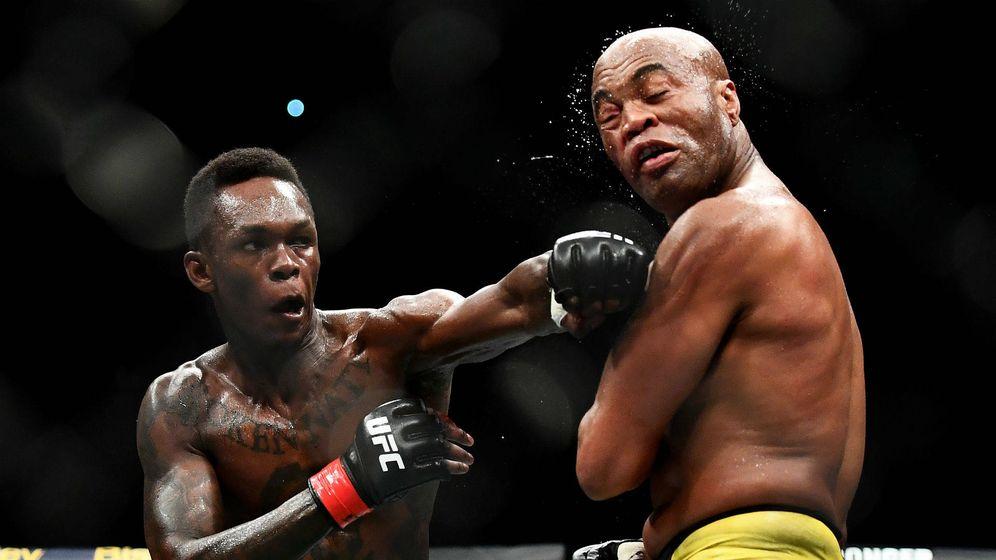 Foto: Israel Adesanya venció a Anderson Silva a los puntos en UFC 234. (UFC)